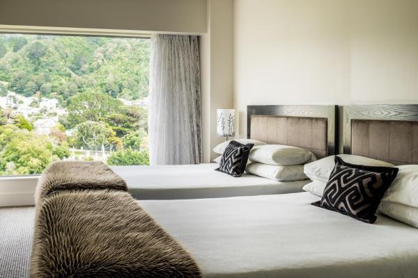 Premier One-Bedroom Twin Suite