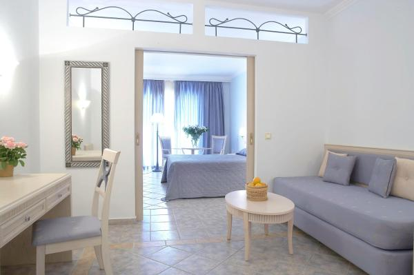 Family Room Seafront with Balcony (2 Adults + 2 Children)