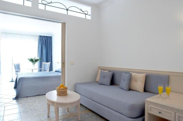 Family Room with Balcony (3 Adults + 1 Child)