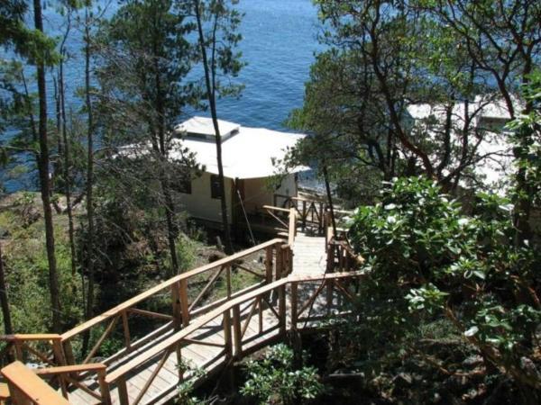Hotel Pictures: Rockwater Secret Cove Resort, Halfmoon Bay