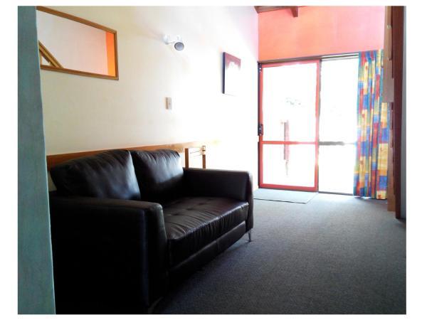 One-Bedroom Queen Apartment