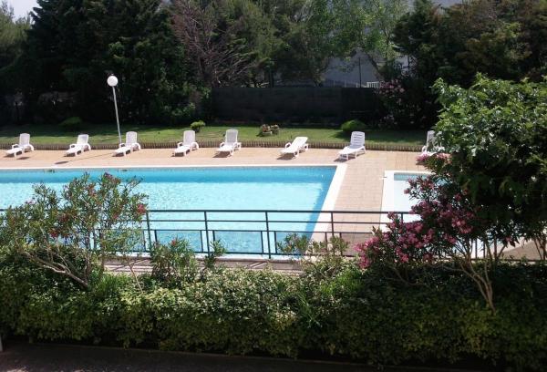 Hotel Pictures: Hôtel Residence Les Aiguades, Port-de-Bouc