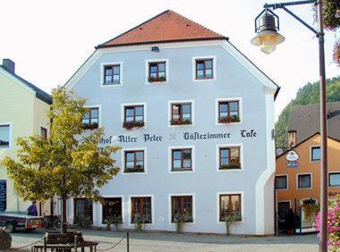 Hotel Pictures: Landhotel Alter Peter, Kipfenberg