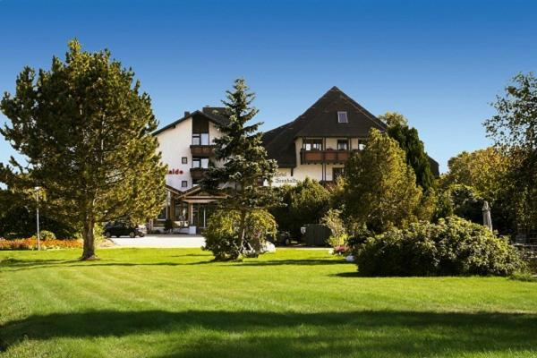 Hotel Pictures: Hotel & Restaurant Sonnenhof & Sonnhalde, Ühlingen-Birkendorf