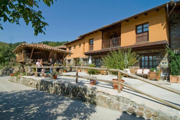 Hotel Pictures: Casa Les Pedroses, Campiellos