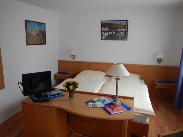 Hotel Pictures: Appartementhaus Eiergrogstube, Helgoland