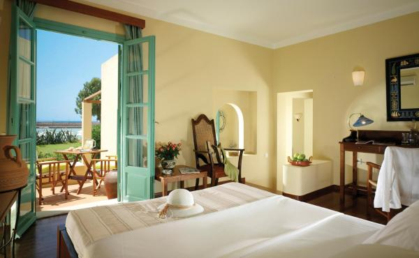 Bungalow Suite - Water Front (2 Adults + 1 Child)
