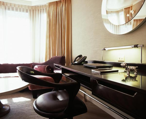 London Crown Suite