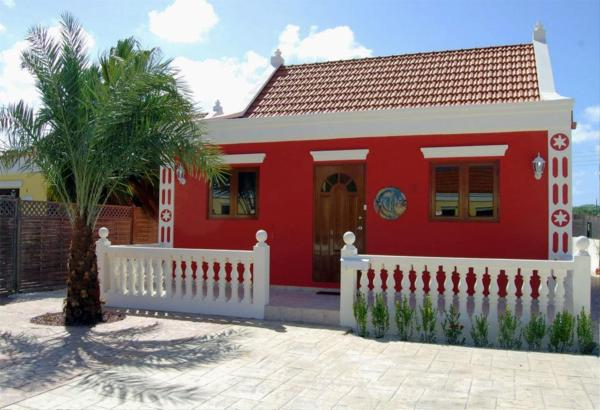 酒店图片: Red Cunucu Villa With Pool, Noord