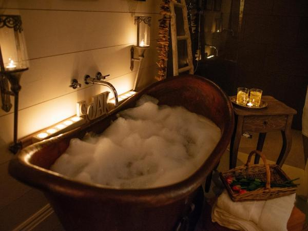 Hotel Pictures: Cheshire Boutique Barns, Wrenbury