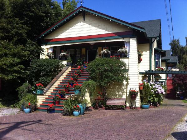 Hotel Pictures: Clair's Bed & Breakfast Inn Ladner Village, Delta