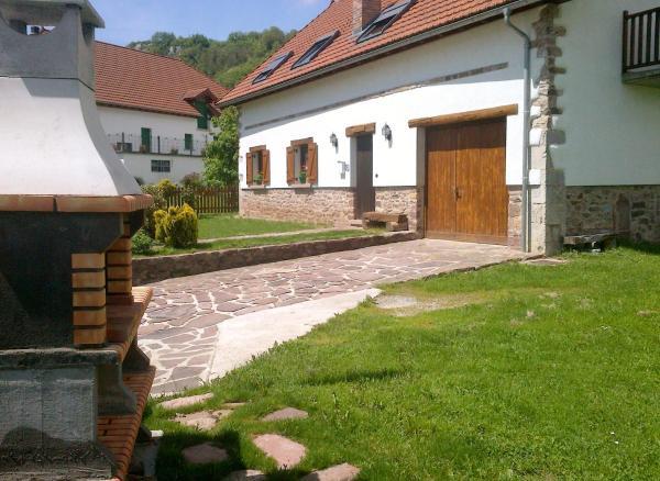 Hotel Pictures: Casa Rural Borda Tulubio, Garralda