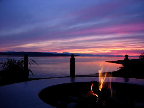 Hotel Pictures: Beach Gardens Resort and Marina, Powell River