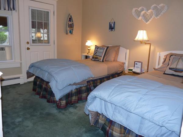 Twin Room with Shared Bathroom 4 Nikole Elizabeth