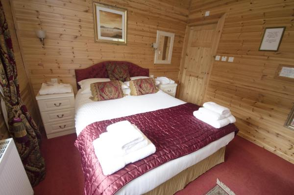 Hotel Pictures: Watermouth Lodges, Ilfracombe