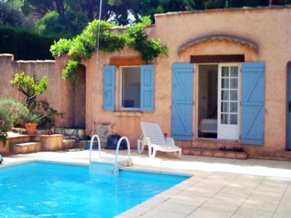 Hotel Pictures: Echappée Bleue Immobilier - Les Volets Bleus, Grimaud
