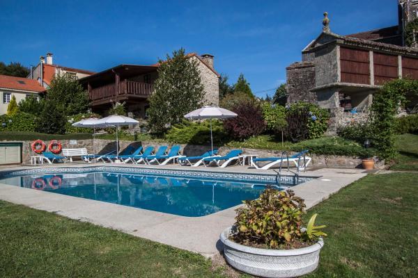 Hotel Pictures: Casas Rurales A Peregrina, Codeseda