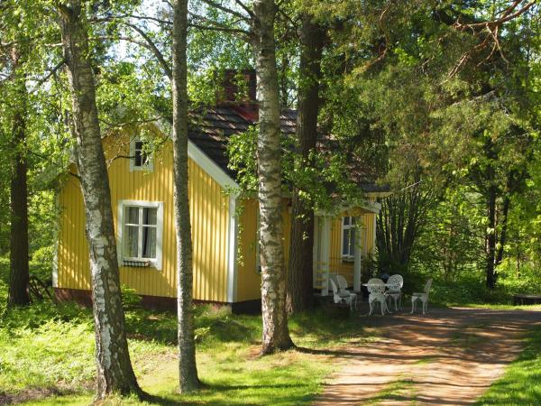 Hotel Pictures: Tammiston Tila Cottages, Naantali