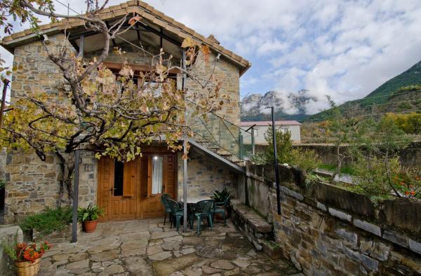 Hotel Pictures: Casas Rurales Urmo Ordesa, Laspuña