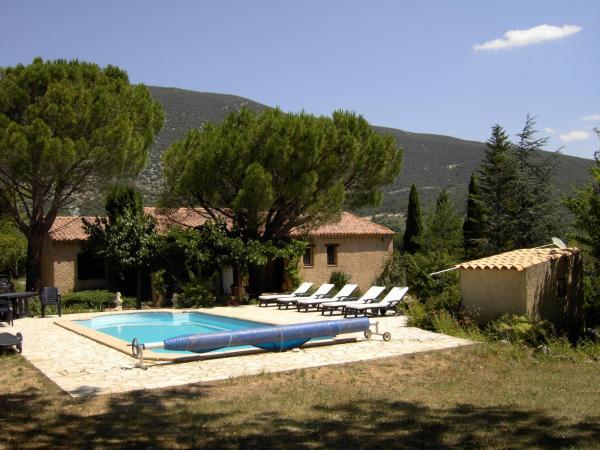 Hotel Pictures: Villa 2 Cypresses, Rustrel