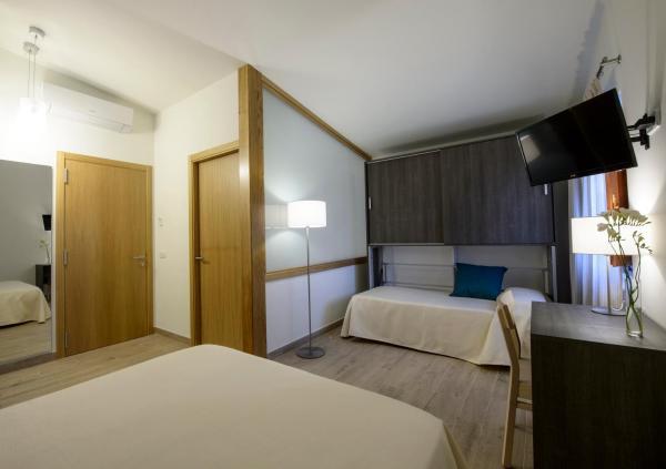 Hotel Pictures: Mas Pere Pau, Besalú