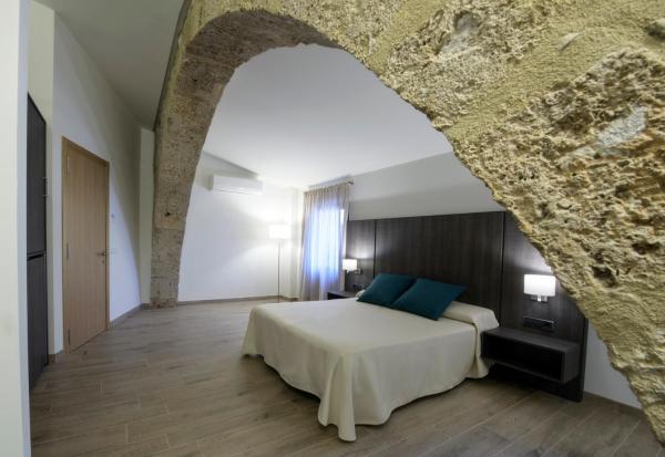 Hotel Pictures: , Besalú