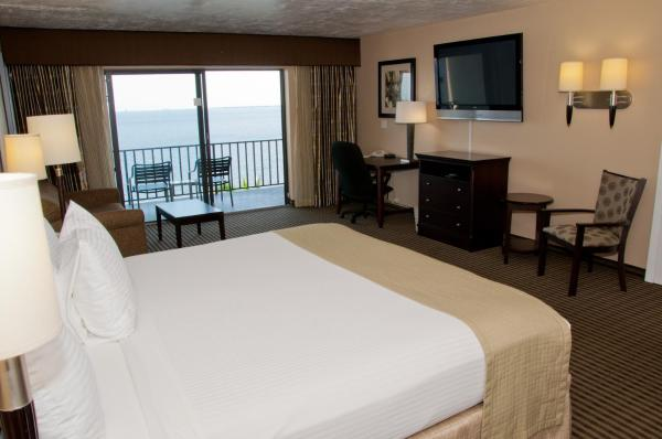 Queen Room with Two Queen Beds with River View - Non smoking