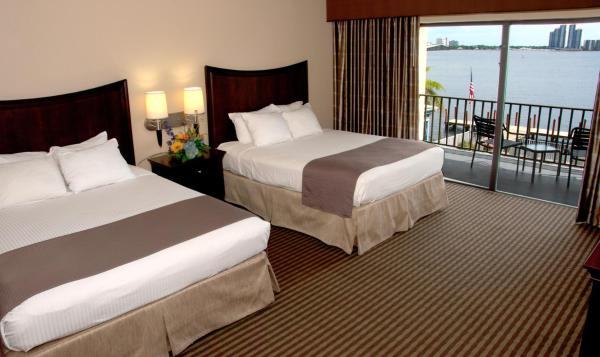 Queen Room with Two Queen Beds with Roll-in Shower - Disability Access - Non smoking
