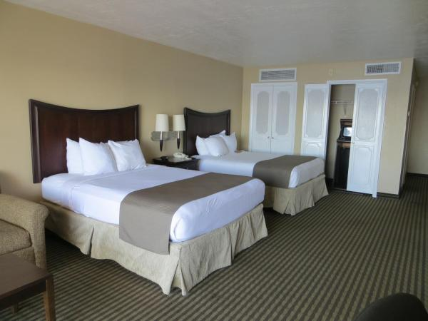 Queen Room with Two Queen Beds with Partial River View - Non smoking