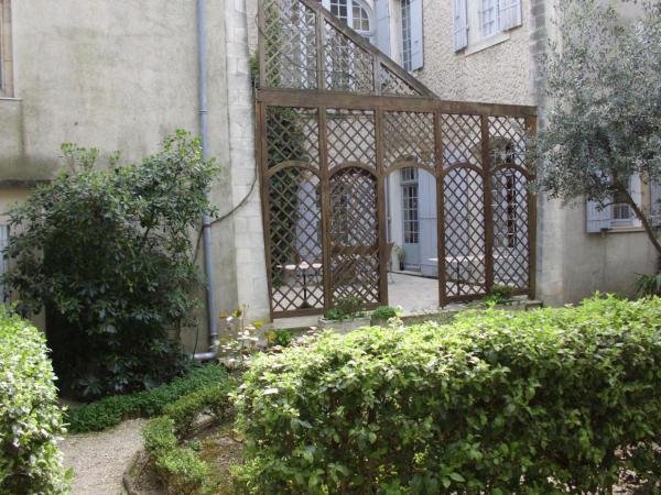 Hotel Pictures: Le Sévigné - Chambres d'Hôtes, Pierrelatte