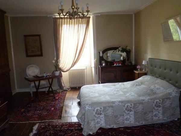 Hotel Pictures: Chambres d'Hôtes Moulin de Masvicomteaux, Nontron