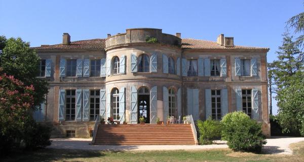 Hotel Pictures: Château de Clermont-Savès, L'Isle-Jourdain