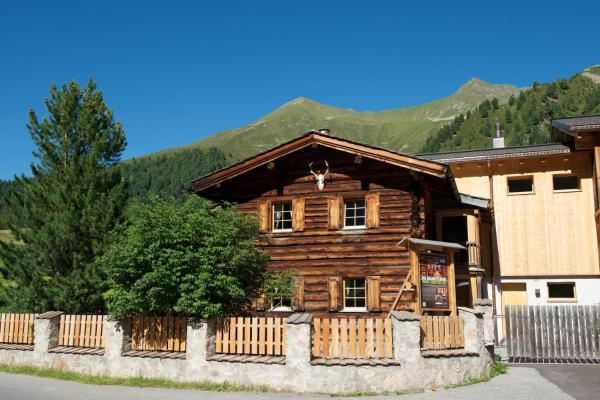 Hotel Pictures: Chalet Berghof Sertig, Clavadel