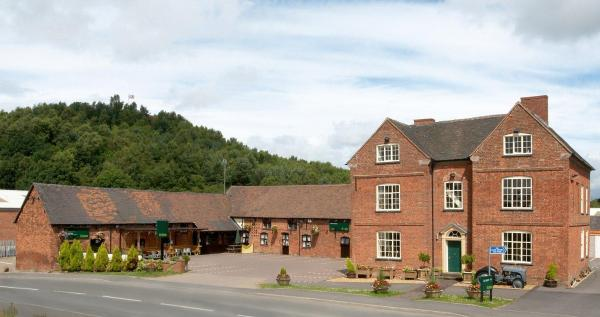 Hotel Pictures: The Barns Hotel, Cannock