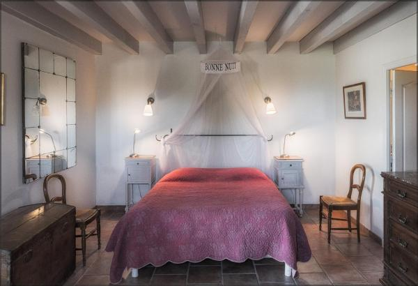 Hotel Pictures: Ecuries Sainte Croix, Carcassonne