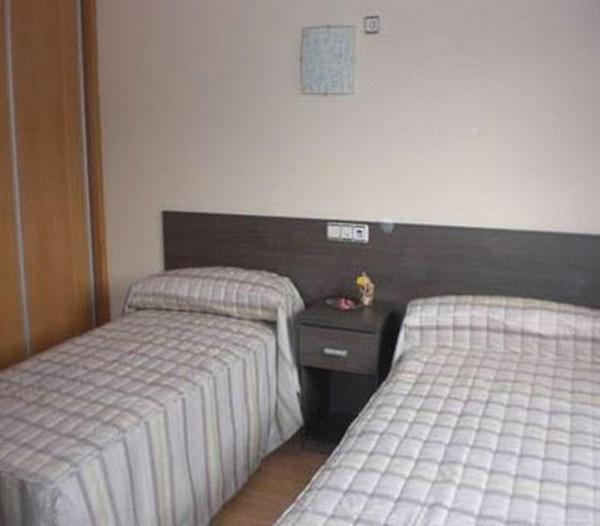 Hotel Pictures: Hostal Restaurante Casa Marzo, Cariñena