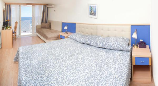Twin Room with Park View (2 Adults + 1 Child)