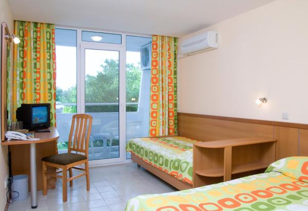 Double Room ( 2 Adults + 1 Child )