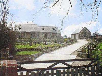 Hotel Pictures: Woodside Barns, St Austell