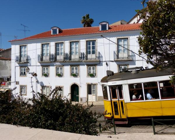 Standard Two-Bedroom Apartment - Rua do Limoeiro 3