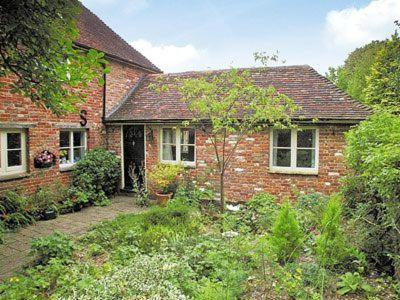 Hotel Pictures: Little Court Cottage, Barham