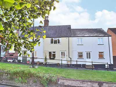 Hotel Pictures: Bakers Cottage, Royal Wootton Bassett