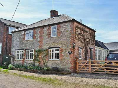 Hotel Pictures: The Cottage On The Green, Hethe