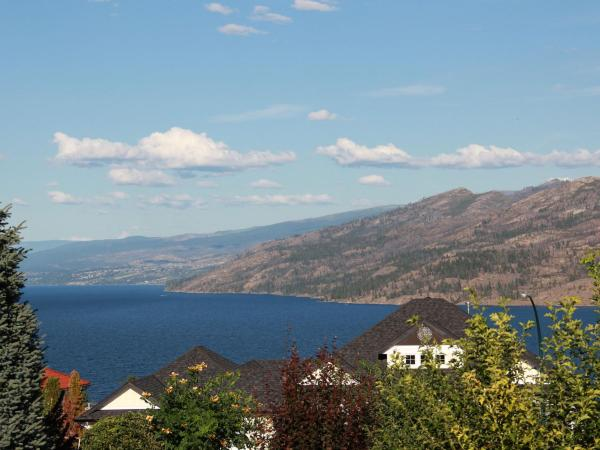 Hotel Pictures: Peachland Lakeview Vacation Suite, Peachland