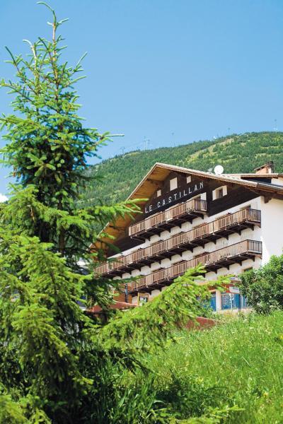 Hotel Pictures: Le Castillan, LAlpe-dHuez