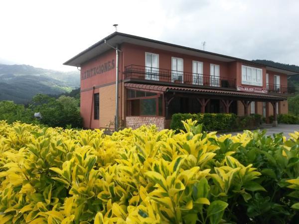 Hotel Pictures: Pensión Bide-Ondo, Amorebieta-Etxano