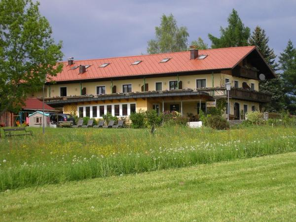 Hotellikuvia: Gästehaus Regenbogen, Sankt Georgen im Attergau