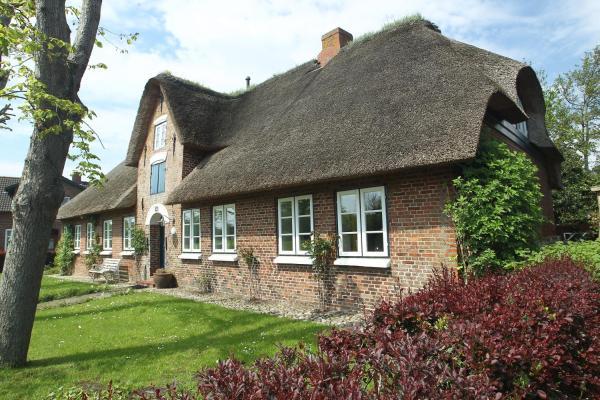 Hotel Pictures: Haus Inseltraum - Wohnung Strandläufer, Oldsum