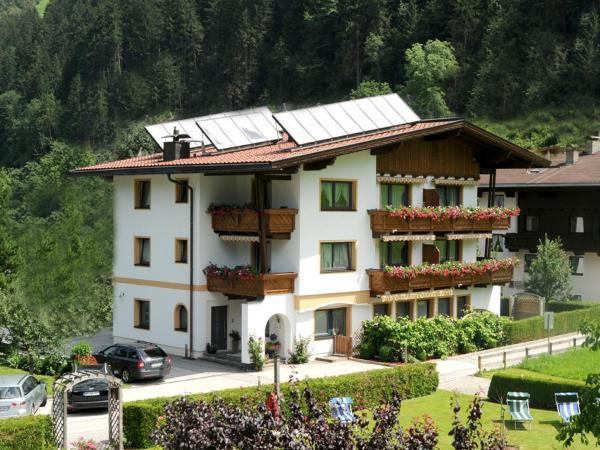 Foto Hotel: Ferienwohnungen Rahm, Mayrhofen