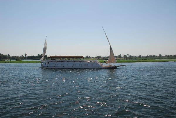 Hotel Pictures: Dahabiya Amoura - Esna-Aswan, Esna